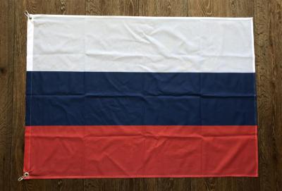 флаг-россии-на-флажной-сетке-с-карабинами-в-Воронеже